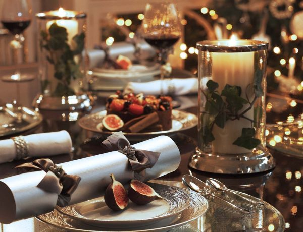 table settings for christmas 8 Gorgeous Table Settings for Christmas that you Will Love 10 Gorgeous Table Settings for Christmas that you Will Love2 600x460