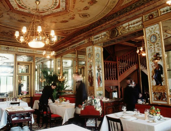 interior design ideas Inspiring Interior Design Ideas from Parisian Historical Restaurants Parisian Restaurants 9 600x460